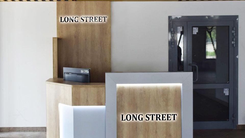 Стойка ресепшн для помещения в стиле лофт для бизнес-центра Long Street на Рокоссовского